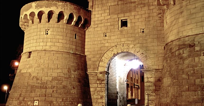 Porta Napoletana di notte_860